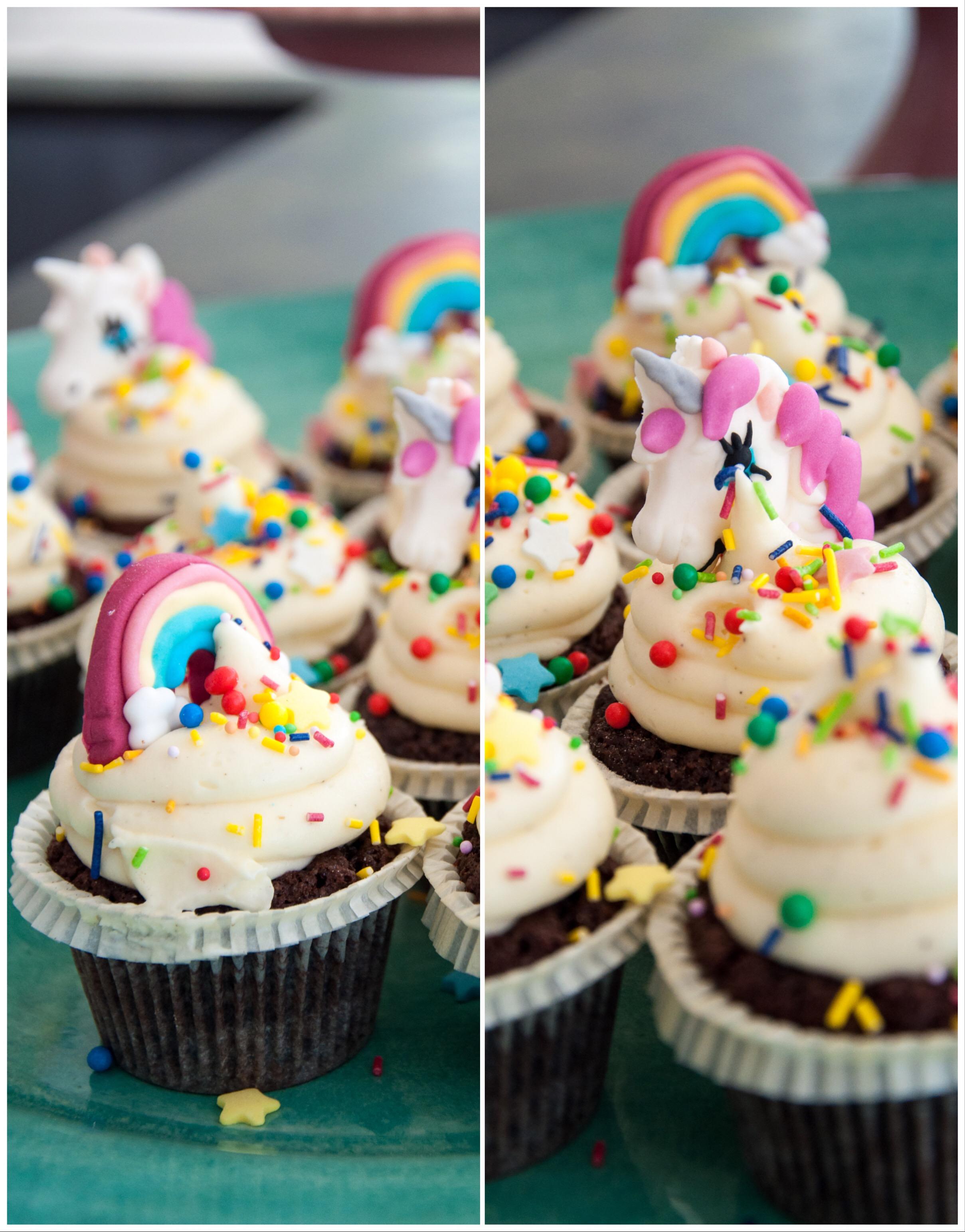 Supersöta tårtdekorationer i form av enhörningar och regnbågar. Perfekt att dekorera bakverken med, antingen tårtan eller cupcakes.