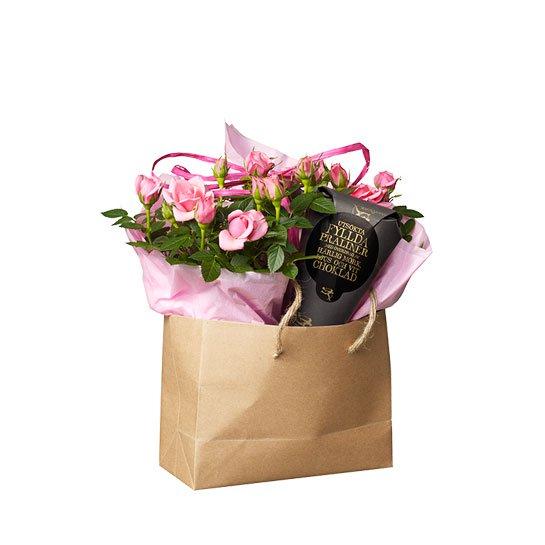 Presentpåse med blommor och choklad till Mors dag - Fröken Turkos
