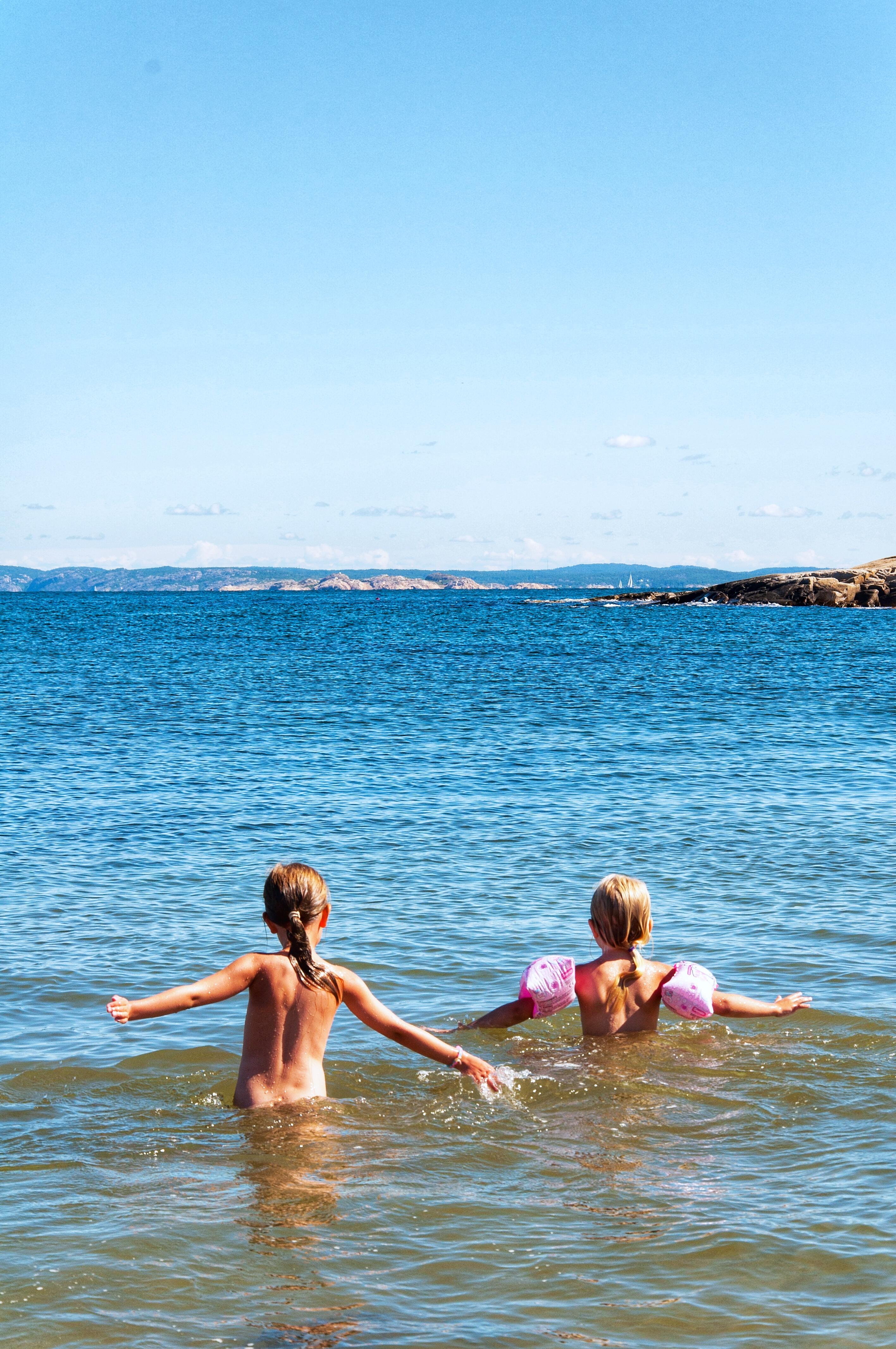 Bada i havet på Koster - Fröken Turkos