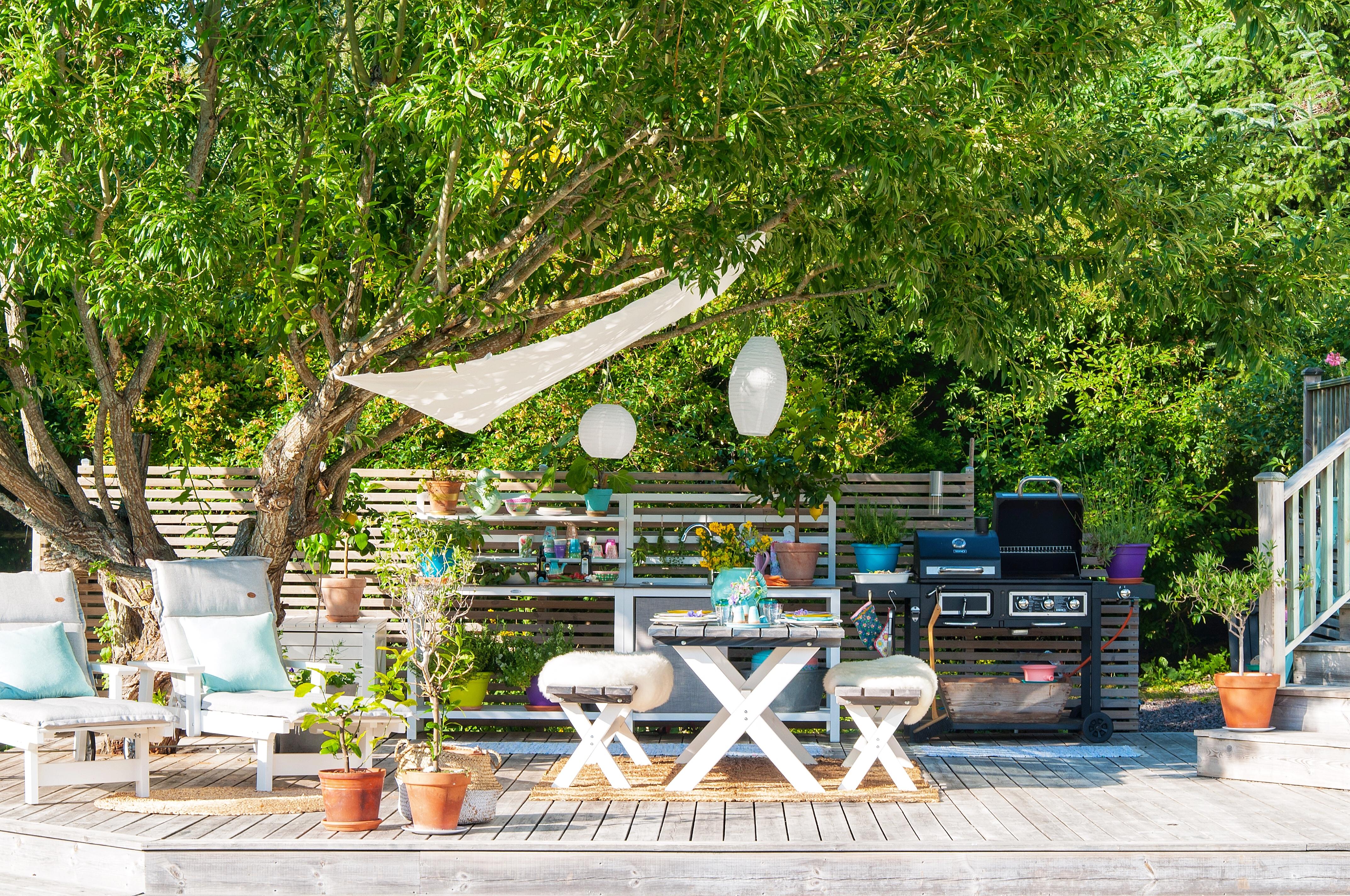 Utekök och matplats på altanen av Fröken Turkos - Miss Turquoise