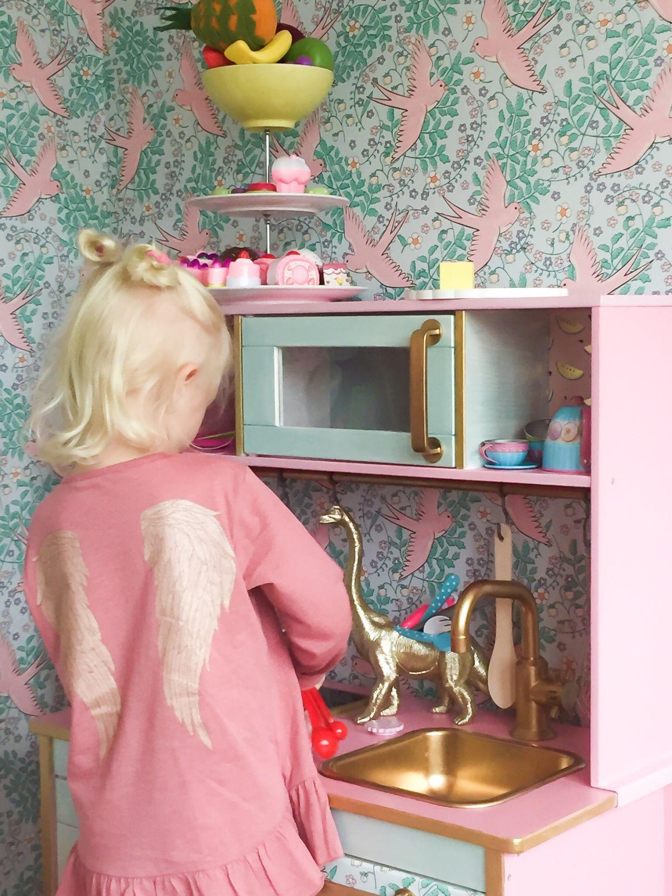 Makeover på Ikeas barnkök Fröken Turkos