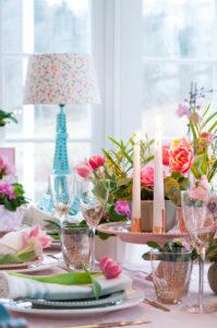 Fira tulpanens dag med en blomstrande vårdukning!
