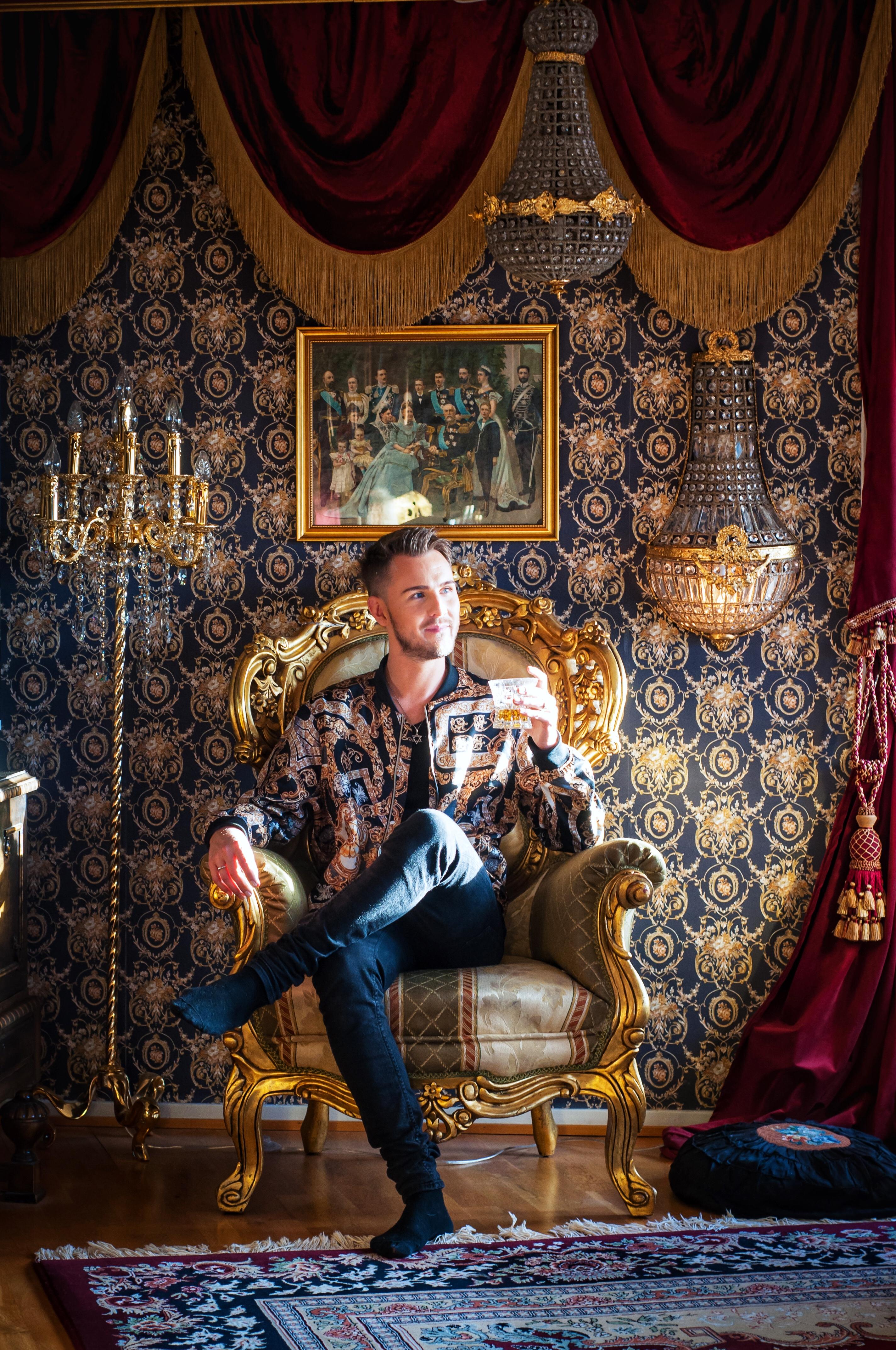 Ett gyllene hem - värdigt en kung! Av Leonor Juhl K - Fröken Turkos