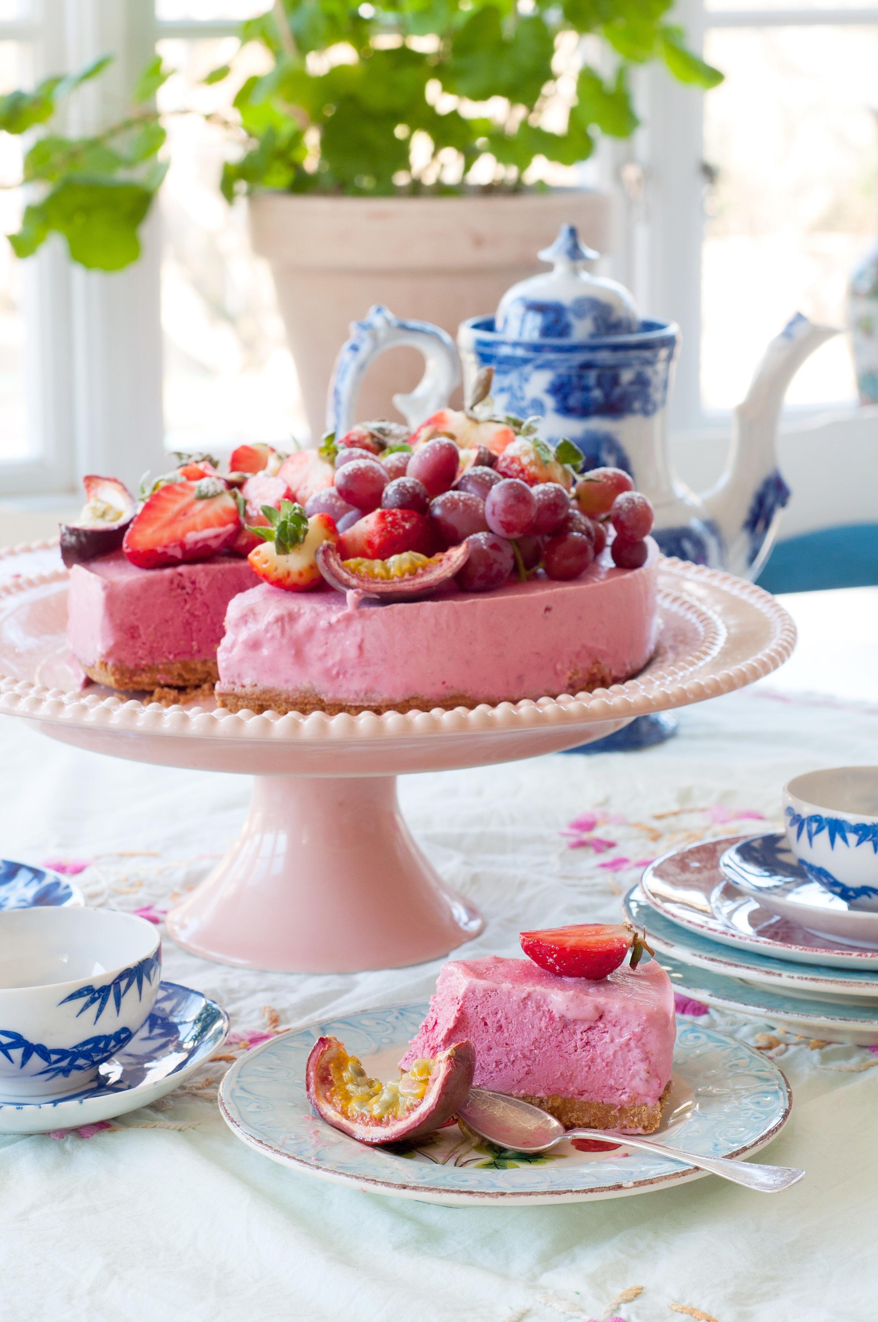 Halloncheesecake med bär - Fröken Turkos, Leonor Juhl K