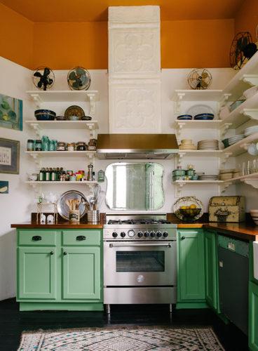 Krydda köket med vårkänsla och sköna färger