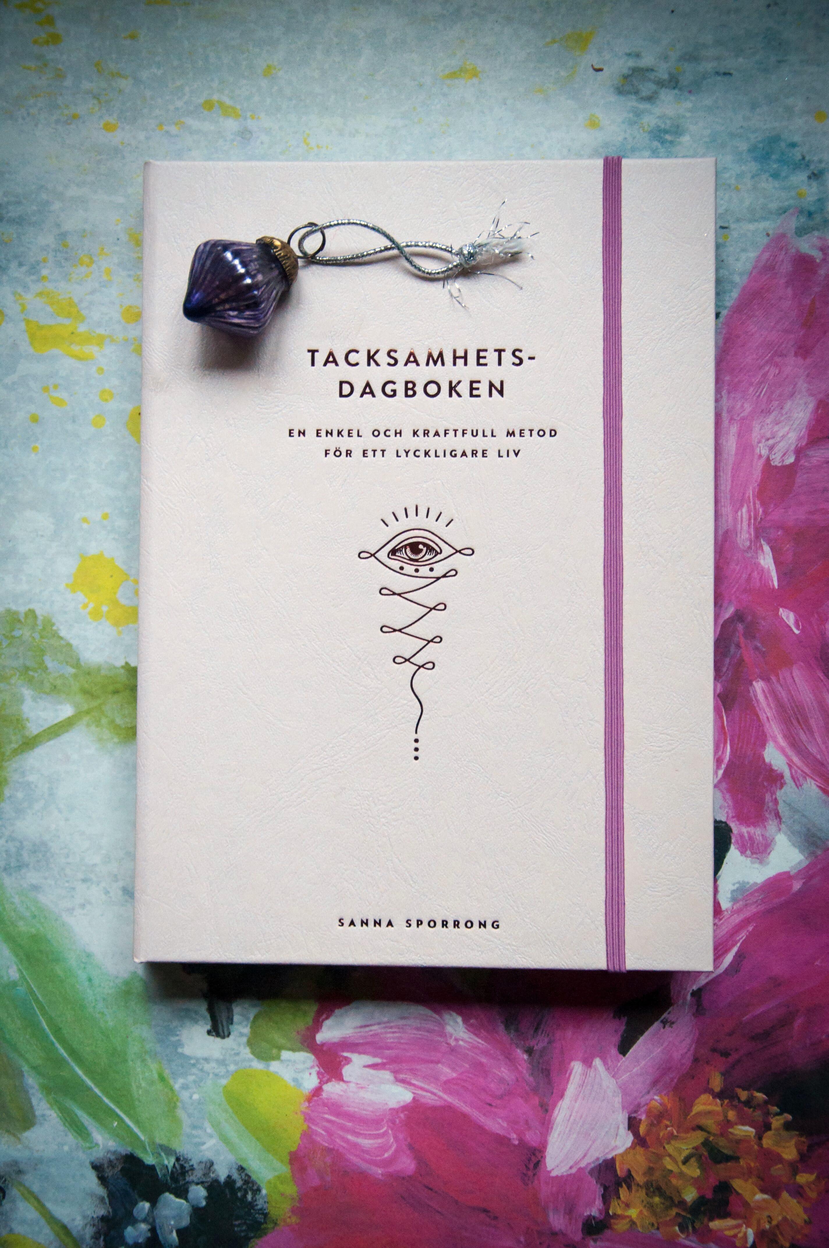 Hårda klappar - Bästa böckerna du ger bort i julklapp. Tacksamhetsdagboken av Sanna Sporrong. Foto: Leonor Juhl K